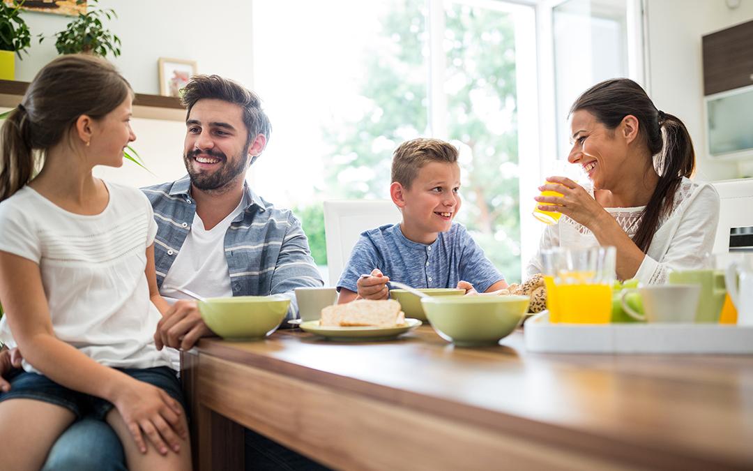 Una corretta dieta mediale adatta all'età dei bambini